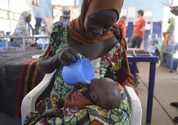 La Presidente della confederazione Doris Leuthard dà il via alla giornata nazionale di raccolta fondi della Catena della Solidarietà a favore delle vittime della carestia in Africa