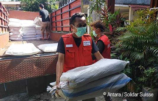 Dopo le recenti catastrofi, la popolazione dell'isola di Sulawesi è diventata esperta in materia di costruzioni